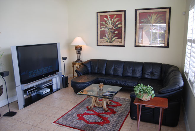 vacation rentals cape coral Florida tarpon point family room